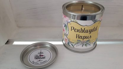 Penblwydd Hapus candle. Cake scented. Vegan candle. Welsh candle. Soy wax candle. Happy Birthday candle. Handmade in Wales, UK