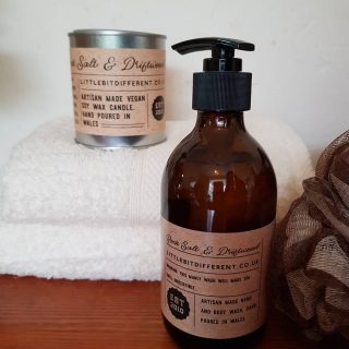There is still time to get your men folk a gift for Fathers day.  A gift set containing our best selling rock salt and driftwood candle and the brand new addition of the have and body wash of the same fragrance is bound to impress. #fatherspresents #fathersday #shoplocal #wholesale #etsyuk #etsyswansea #welshcandles #welshgifts #soywax #veganfriendlycandles #littlebitdifferent #nontoxic #madeinwales #mancandles #candlesofinstagram #candleaddict