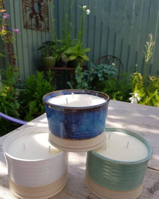 The suns out, we have plans for food and boardgames in the garden and I am definitely having one of these for me.  But which one?  Moody blue rock pool, seafoam or white sand? Link to get yours is in the bio #gardencandles #gardentherapy #gardenparty #bbq #welsh #shoplocal #wholesale #etsyuk #etsyswansea #welshcandles #welshgifts #soywax #veganfriendlycandles #littlebitdifferent #nontoxic #madeinwales #pottery #glazedplantpot #welshpottery #handthrownpottery